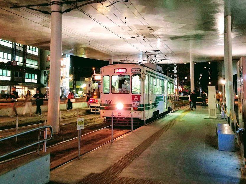熊本市交通局1350形電車 夜間走行時は特にかっこいい